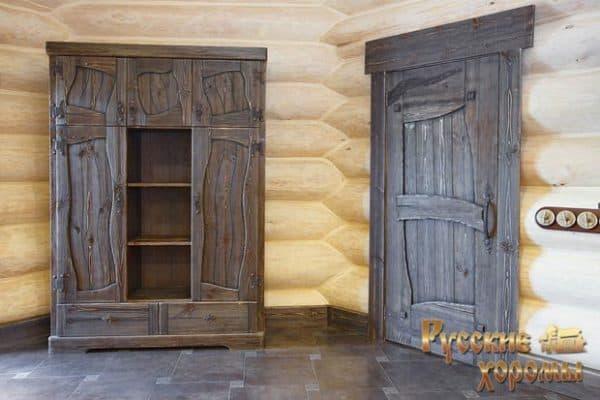 Двери в доме шале