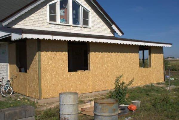 pristrojka-verandi-k-domu-iz-sip-panelej