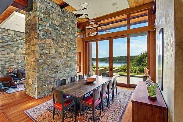 Комбинированный дом из камня и дерева внутри