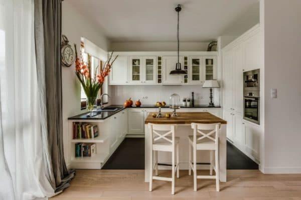 Кухня с обеденным столом