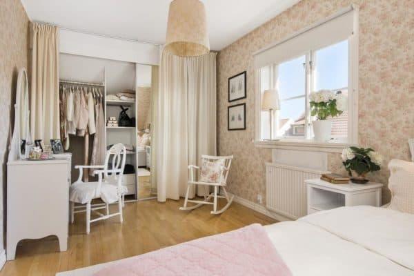 Линейная гардеробная в спальне