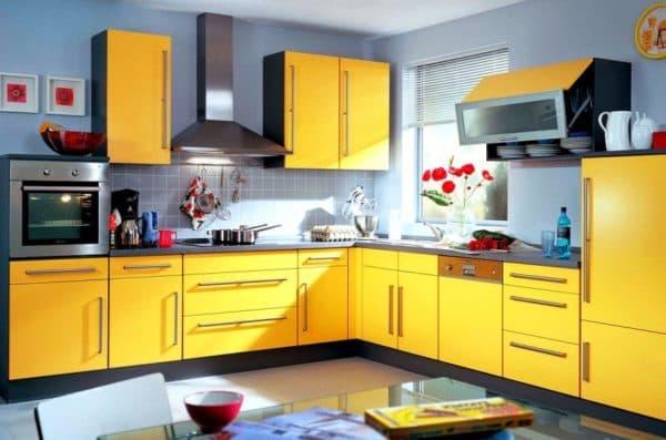 Акцент и кричащие цвета для интерьера кухни