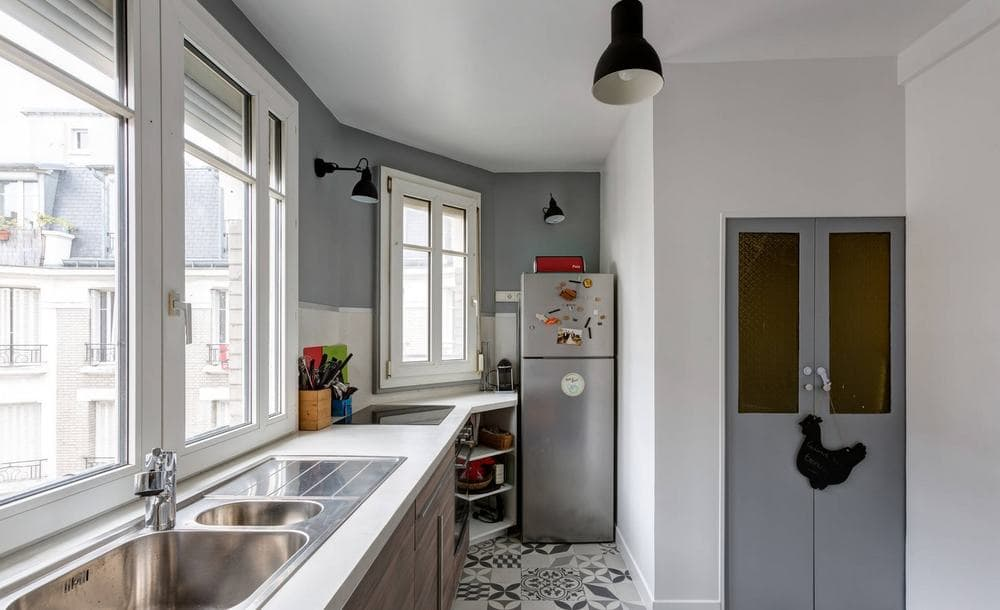 Узкая кухня с балконом