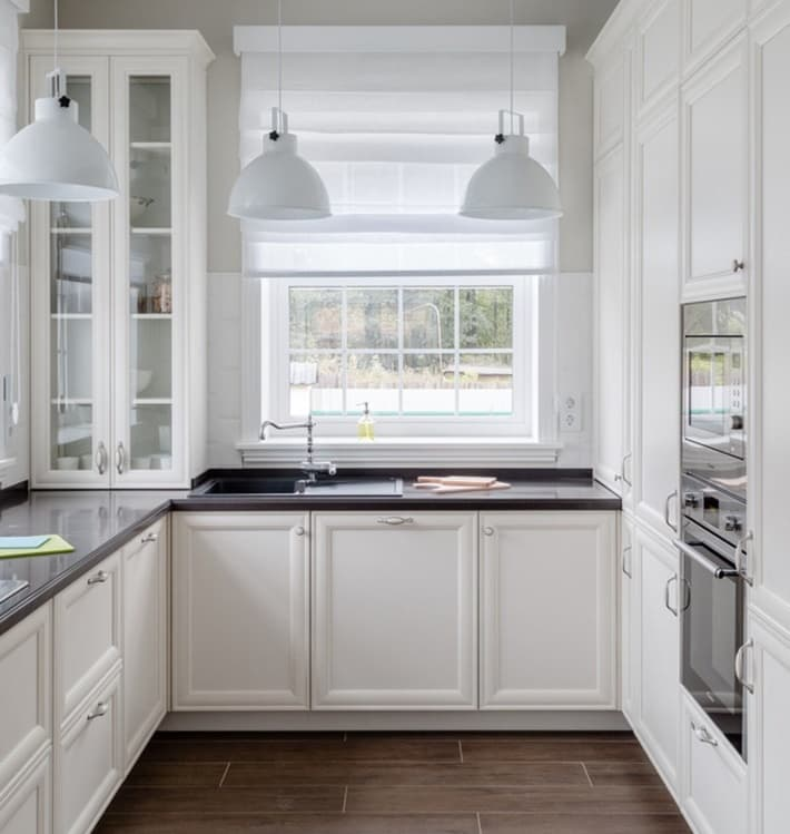 Небольшая кухня буквой П в скандинавском стиле