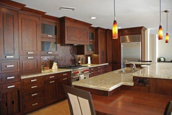 Мебель на большой кухне