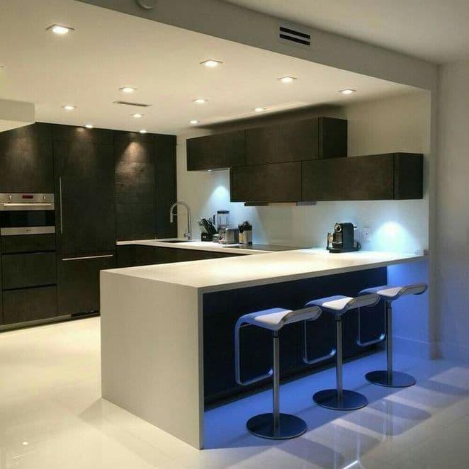 Освещение кухни в стиле хай-тек