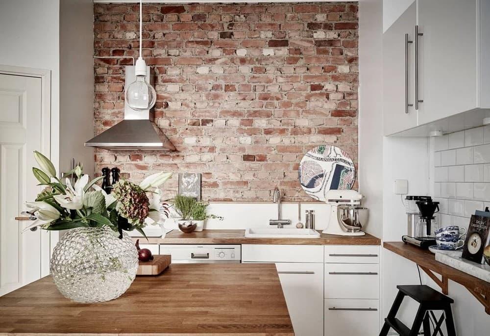 Отделка стен на маленькой кухне