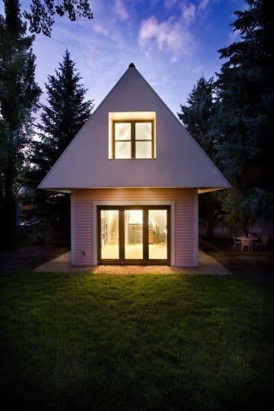 Маленький двухэтажный дом