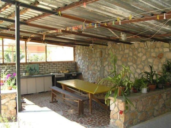 Стены у летней кухни