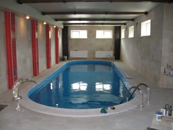Цокольный этаж с бассейном