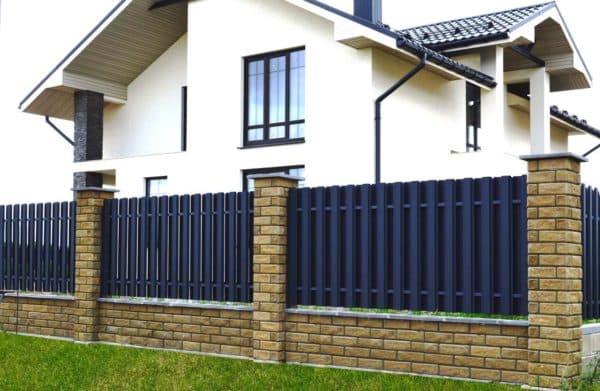 Забор у частного дома