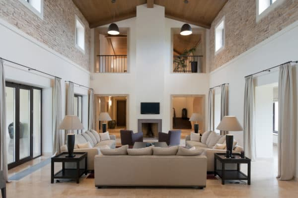 Высокие потолки в частном доме