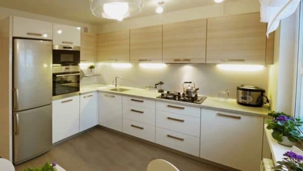 Угловая кухня 15 кв. м