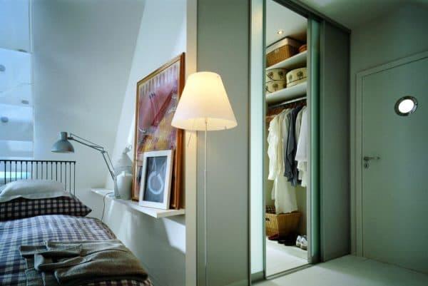 Преимущества гардеробной в спальне