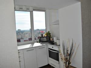 Стильная кухня на балконе 1