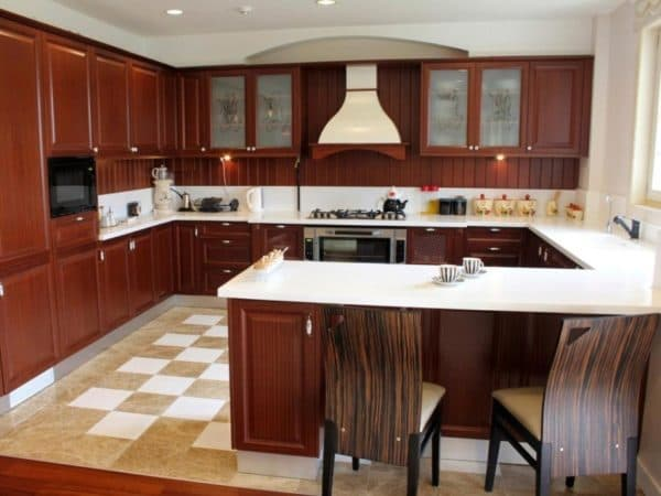 С-образная расстановка мебели на кухне