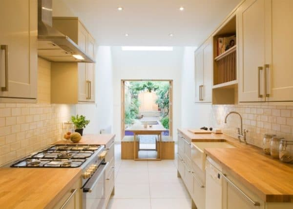 Параллельная расстановка мебели на кухне
