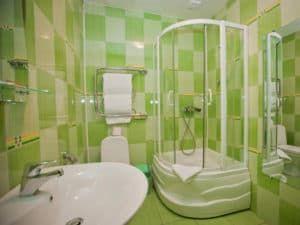 Интерьер ванной комнаты с душевой кабиной 3