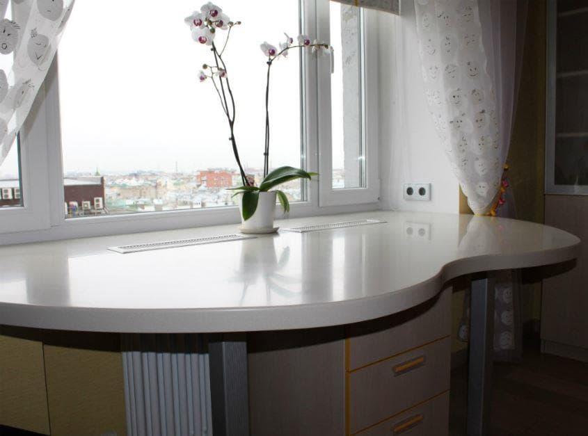 Кухонный стол из подоконника