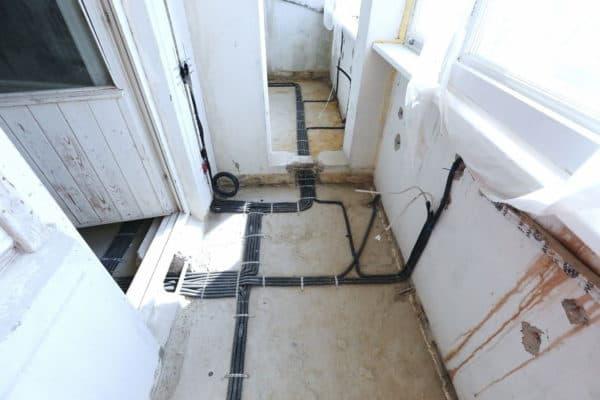 Проводка на балконе